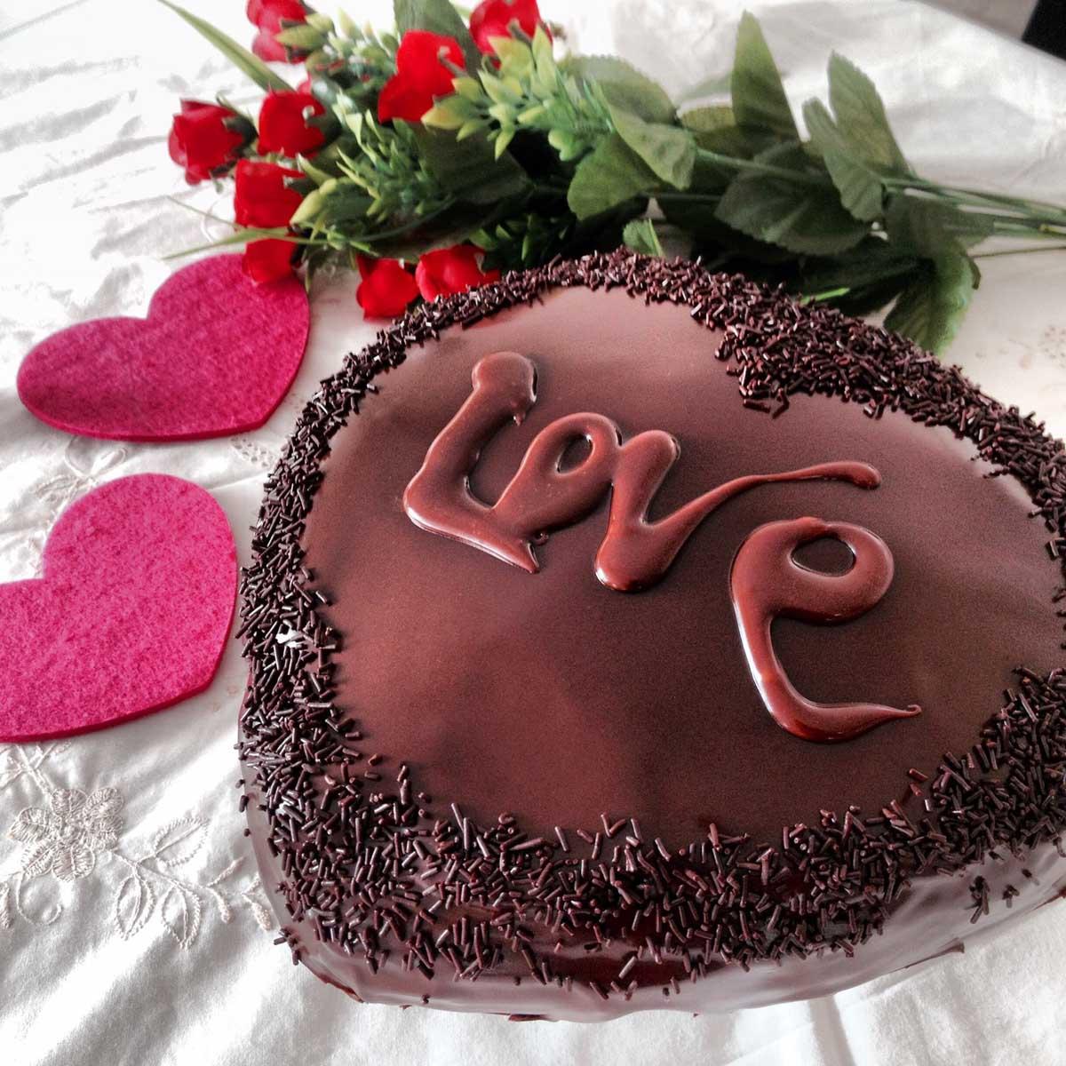 Tarta corazón de chocolate sin lactosa San Valentín